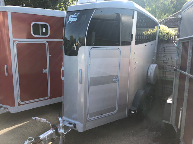 Ifor Williams HBX403 horse box in silver