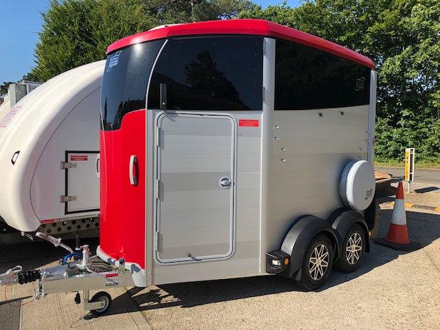Ifor Williams HBX506 horse box in red
