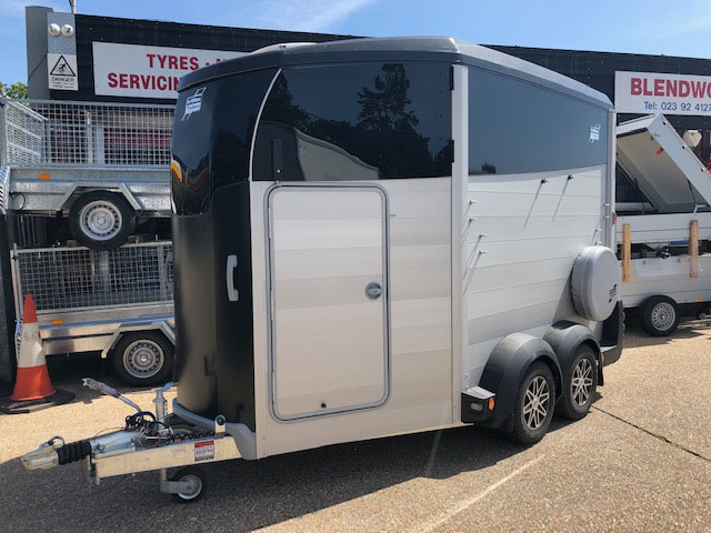 Ifor Williams HBX511 horse box in black